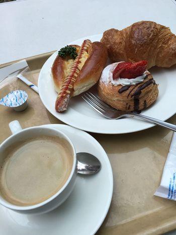 ブレンドコーヒーとパン