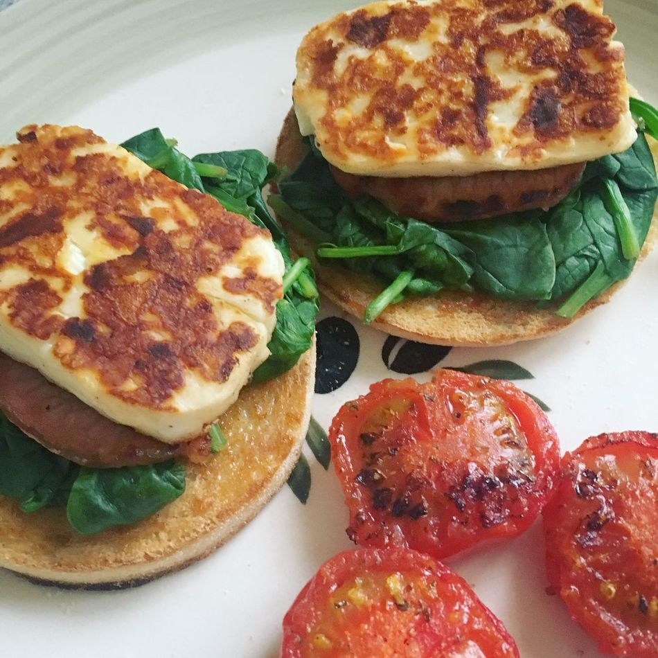 Sunday Brunch - halloumi, bacon, spinach, tomatoes and muffins Bacon Breakfast Brunch Cheese Cheese! Food Preparation Fresh Grilled Halloumi Healthy Healthy Eating Lunch Morning Muffin Muffins On A Plate Round Spinach Tomatoes