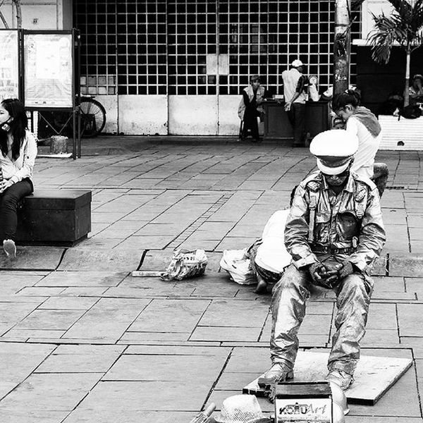 Do not hang your life at the mercy of others, if you able to work, then Work. No matter what kind of job you do, as long as you do the right job at the eyes of God, do it!! Be creative! Hard work and Conquer the world! Fujifilm_xseries Fujifilm_id Fujixm1 Xm1 latepost respect streetphotography blackandwhitephotography artist