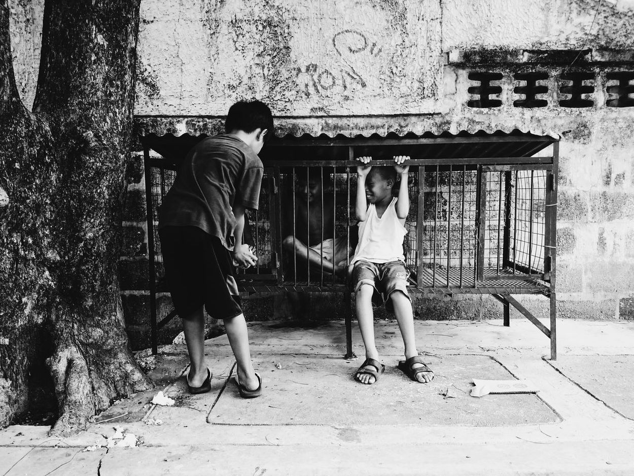 A Friend is someone who is there for you when they'd rather be anywhere else. Hanging Out The Street Photographer - 2016 EyeEm Awards Enjoying Life Eyeem Philippines Streetphotography Philippines Photos Photography Is My Escape From Reality! EyeemPhilippines Eyeemmarket EyeEmMalaysia