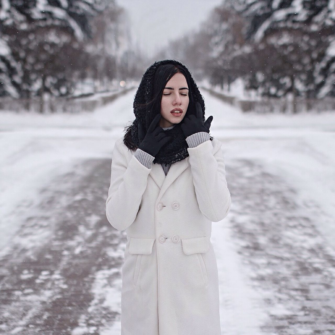 Winter Snow Cold Temperature White Color Nature Young Adult Warm Clothing Beauty Joy Adult Women One Person People Adults Only Portrait Outdoors Only Women Human Body Part One Woman Only Tree Eyeemphoto Eyemphotography EyeEm EyeEm Gallery Eyeemphotography
