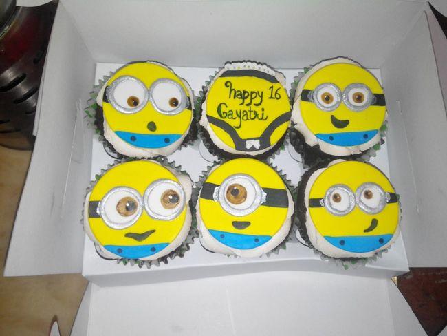 Cupcakes Cupcakesandotherstuff Sister Love ♡ Sister Birthday Sister Love Chocolate Cupcakes ❤ Minion Love Yummy :) Food Foodphotography