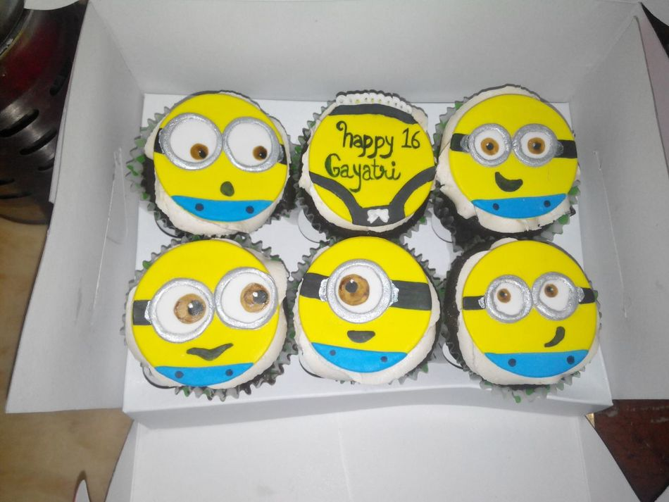 Cupcakes Cupcakesandotherstuff Sister Love ♡ Sister Birthday Sister Love Chocolate Cupcakes ❤ Minion Love Yummy :) Food Foodphotography