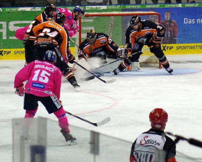 """""""Pink in the Rink"""" (25.10.15) ... Eisbären Berlin gegen Grizzlys Wolfsburg (3:2) Berlin Dabei Direkt Eisbären Berlin Eishockey Feelings Fun Live Original Experiences Pink PINK IN THE RINK Spaß Sport Stimmung"""