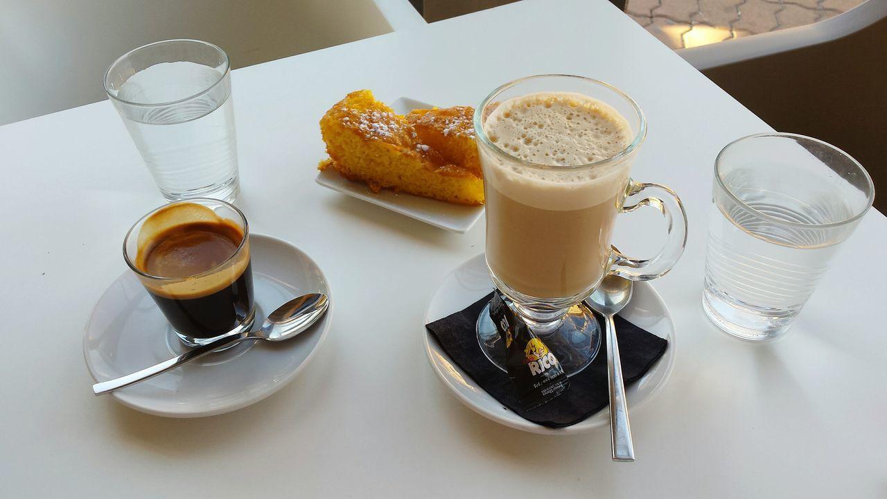 Capuchino versus Coffee Beforetraining Friends Orangecake Bar