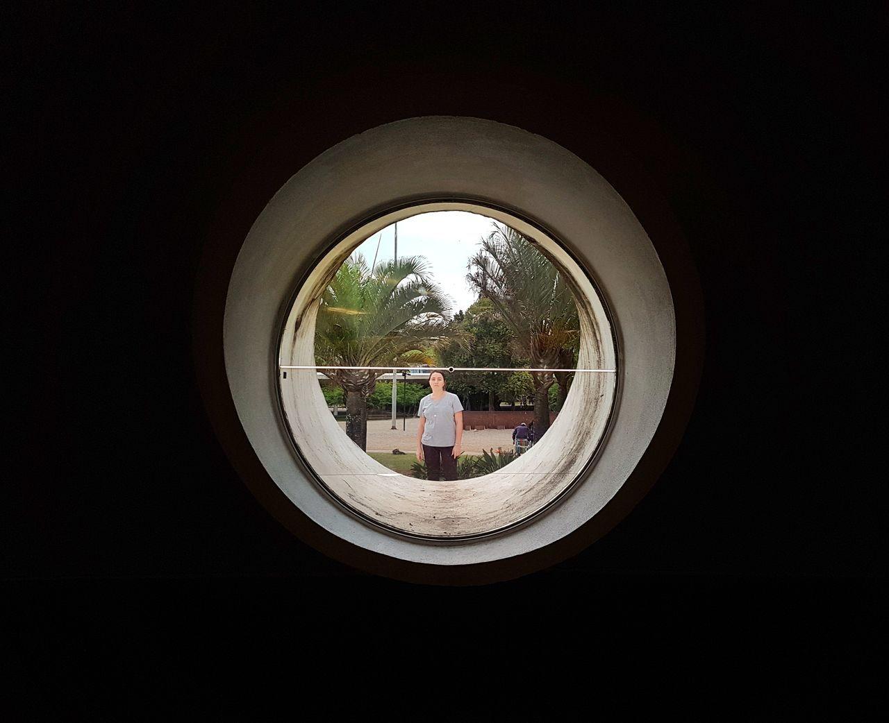 Circle View Point Window Light Window Window View Luznatural Luz Y Sombra  Janela Pelajanela Luz Y Sombra  Darkness Desafio Criatividade Criativity Beauty In Nature Selective Focus Indoors  Normal Light And Reflection Light And Shadow Circles