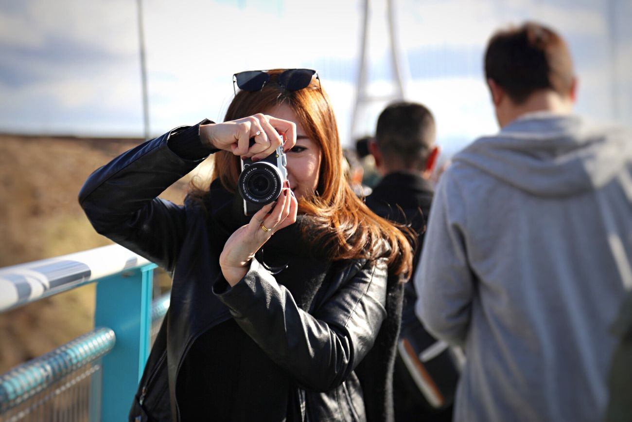 Taking a photo Photography Themes Photographing Adults Only Leisure Activity Camera - Photographic Equipment Two People Adult People Young Adult Real People Men Day Outdoors SLR Camera Human Body Part Togetherness Only Men