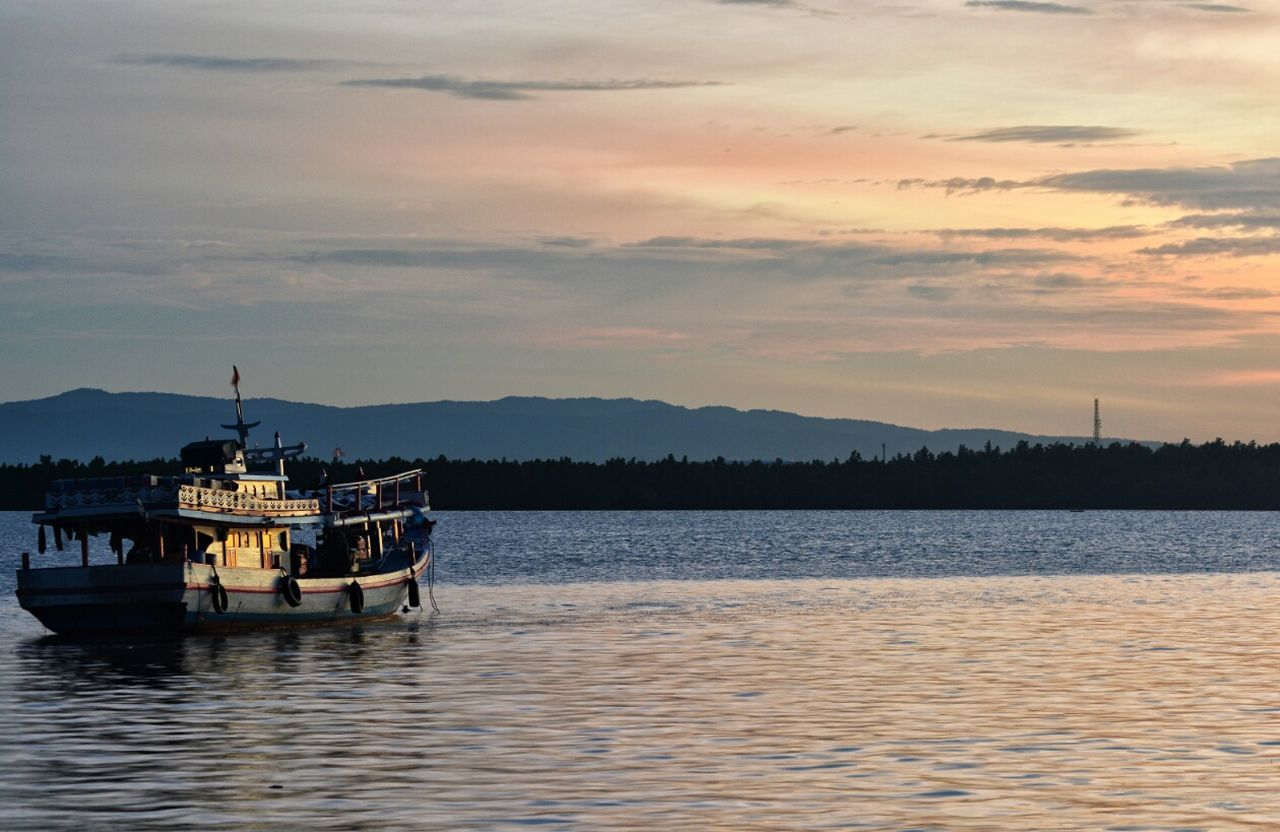 Nikonphotography Tadaa Community EyeEm Best Shots Seascape EyeEm Gallery Boat Life Ship Sea And Sky EyeEm Best Shots - Sunsets + Sunrise Just Around The Corner Kendari Bay