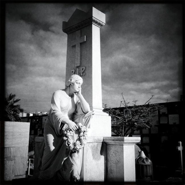Hipstamatic Blackandwhite Cemetery