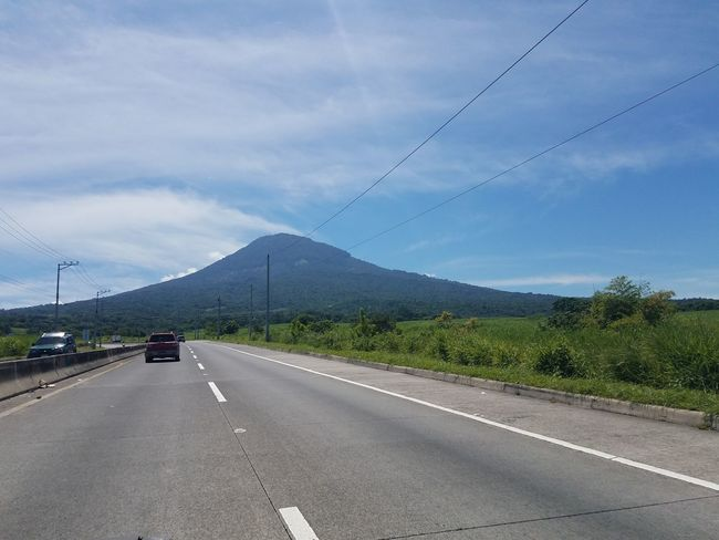San salvador volcano Elsalvadorimpresionante Transportation Mountain The Way Forward Road Car Diminishing Perspective Mode Of Transport Land Vehicle Sky Mountain Range On The Move Road Marking Tree Vanishing Point Travel Destinations Cloud - Sky Tourism Tranquil Scene Tranquility Non-urban Scene