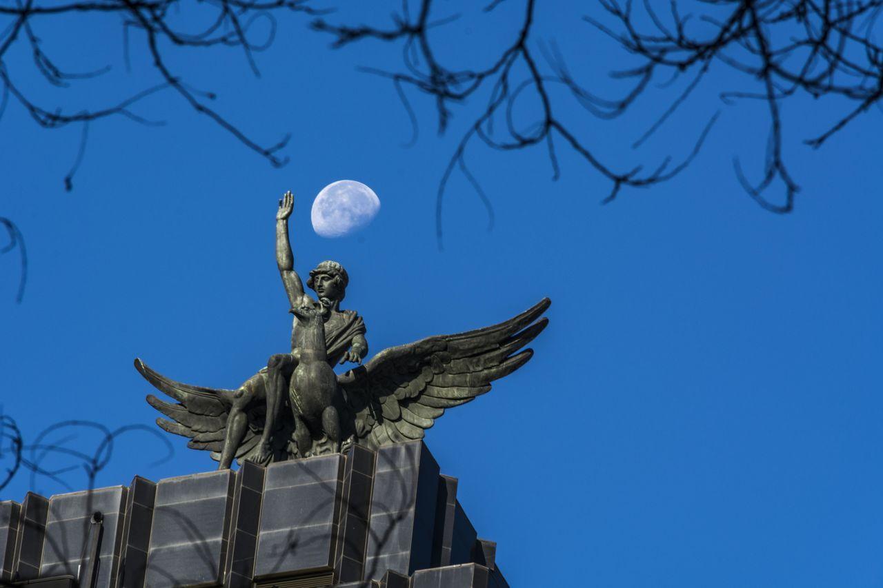 Madrid Moon SPAIN Zeus And Ganimedes Human Representation Mitho Mithology Sculpture Statue