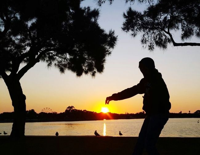 If only sun can be touched...show me how to touch your heart? Hi Mukhriz! Untold Stories Missingsomeone Snapshots Of Life Enjoying The Sun Capture The Moment EyeEm TakeCare  Silhouette Alwaysbemissed