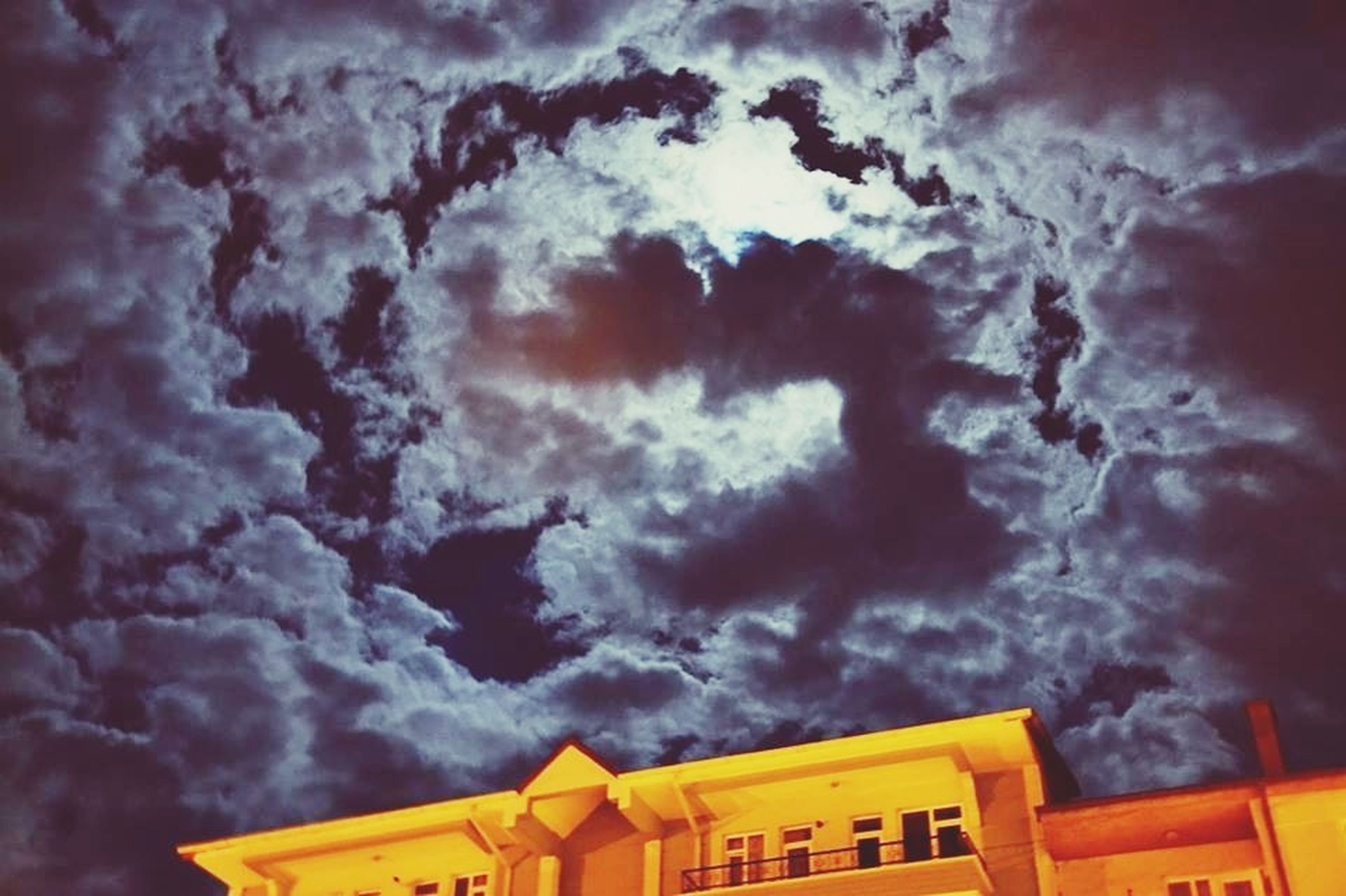 sky, cloud - sky, cloudy, building exterior, architecture, built structure, low angle view, weather, storm cloud, overcast, dramatic sky, cloud, sunset, cloudscape, house, residential building, nature, residential structure, beauty in nature, atmospheric mood