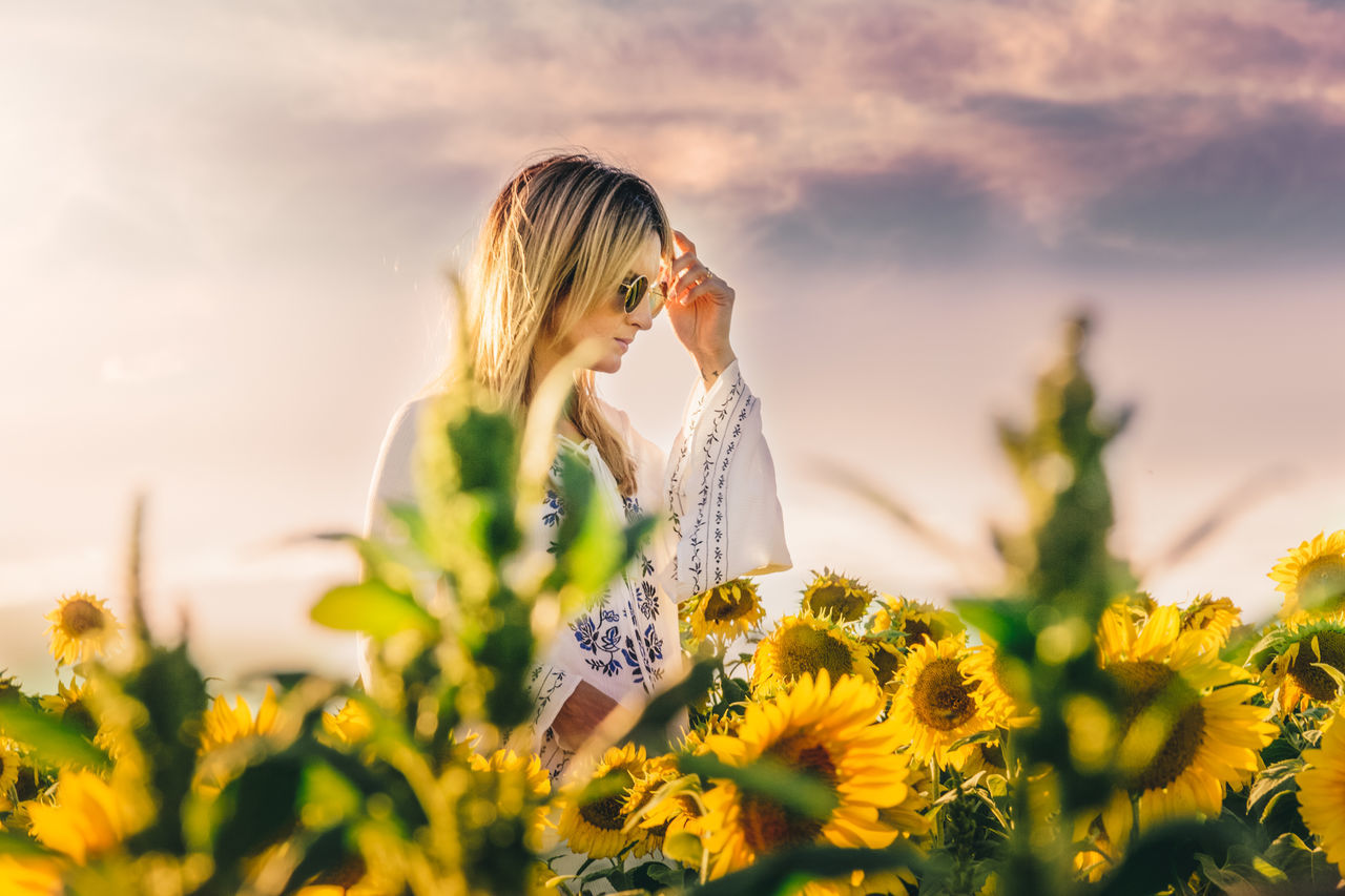 Beautiful stock photos of sunflower,  30-34 Years,  Beautiful Woman,  Beauty In Nature,  Day