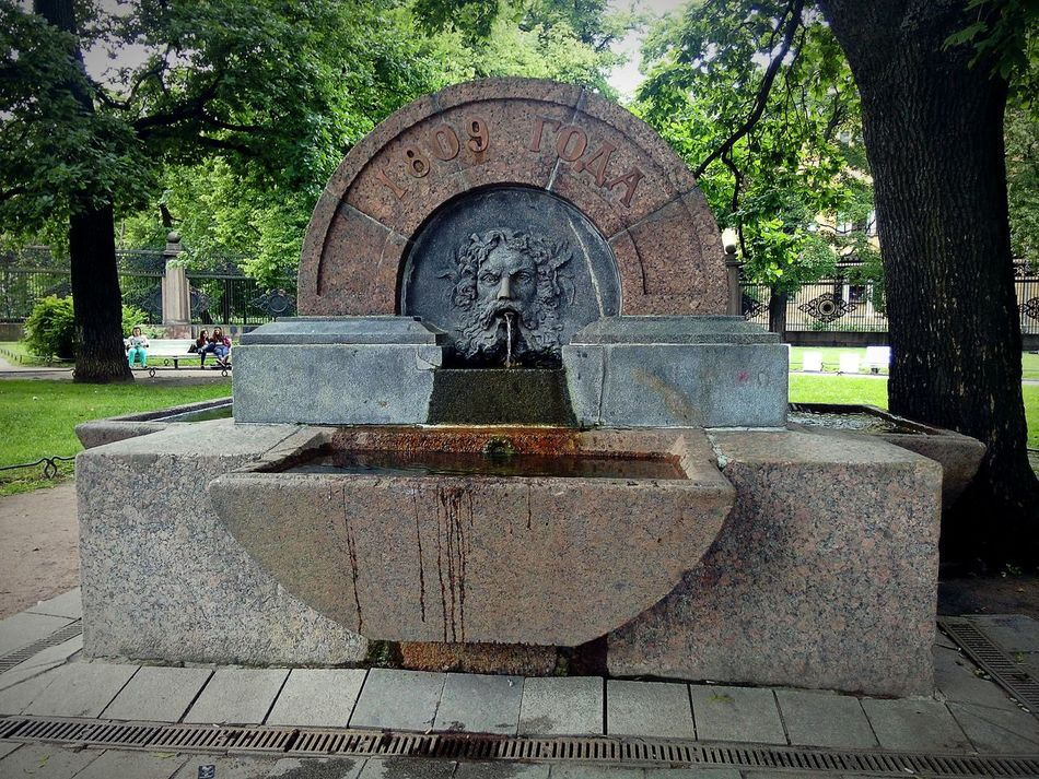 Tree Outdoors History Санкт-Петербург Питер Самый лучший город St.petersburg Russia Monument Cultural Monument Architecture City Travel Fountain