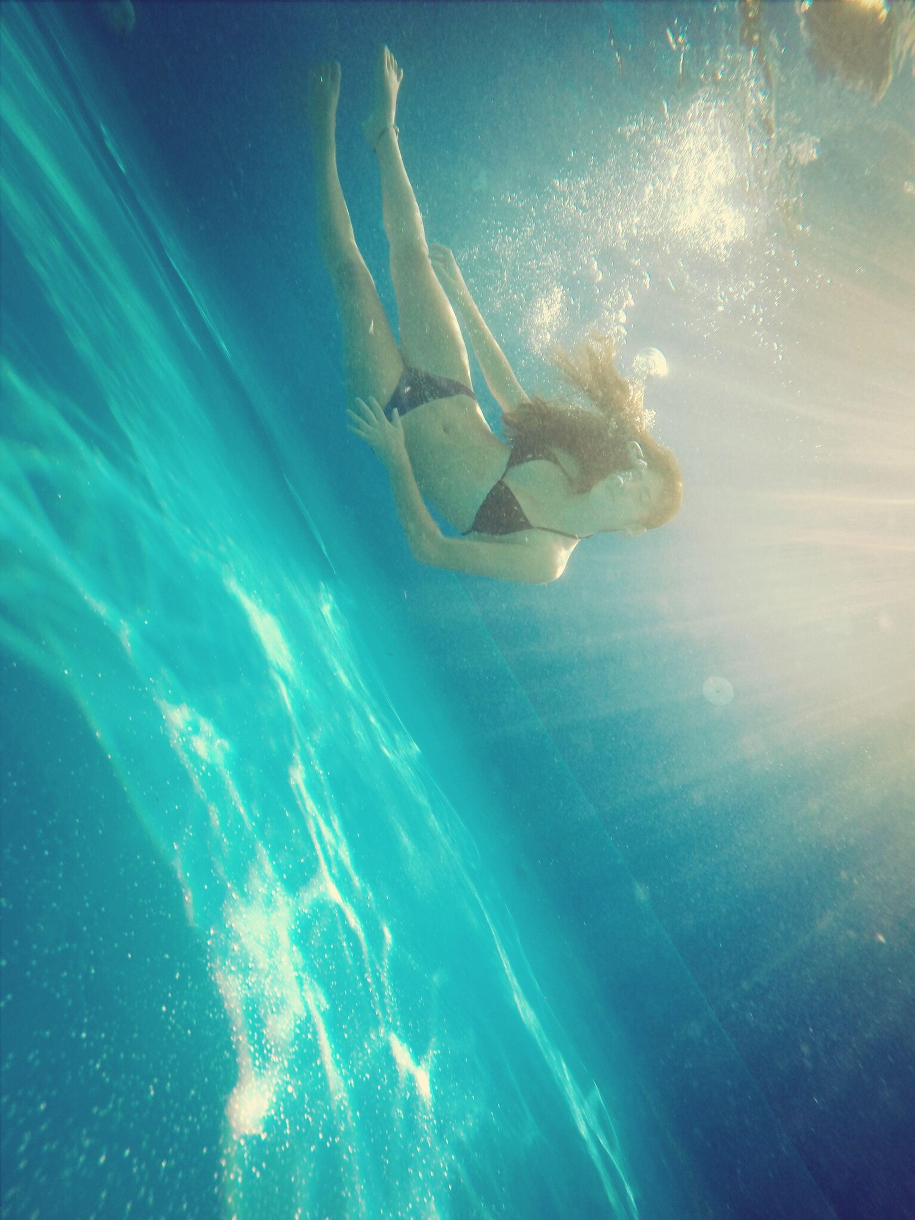water, sea, swimming, leisure activity, lifestyles, underwater, blue, enjoyment, fun, undersea, men, motion, mid-air, animal themes, adventure, vacations, full length, sea life