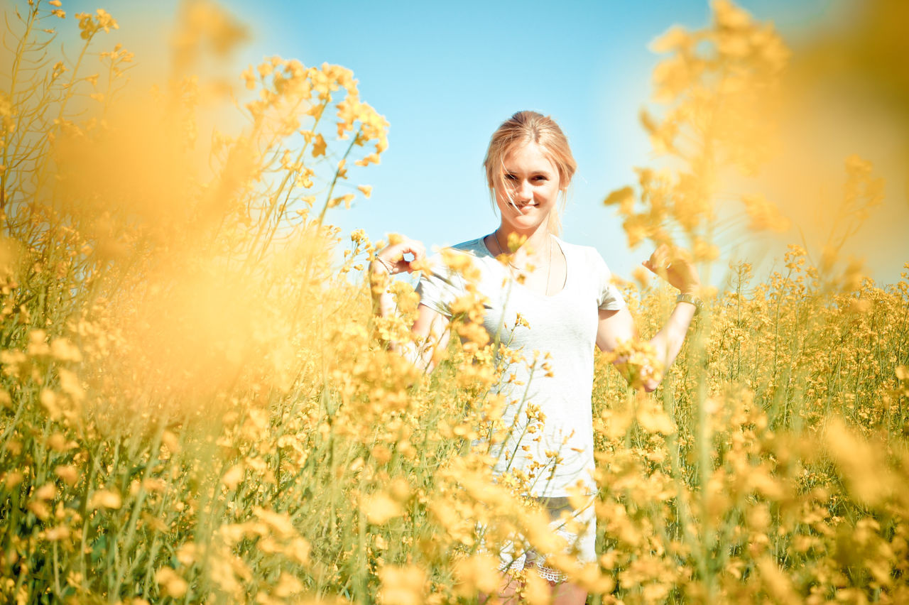 Beautiful stock photos of flowers, 18-19 Years, Beauty In Nature, Casual Clothing, Caucasian Ethnicity