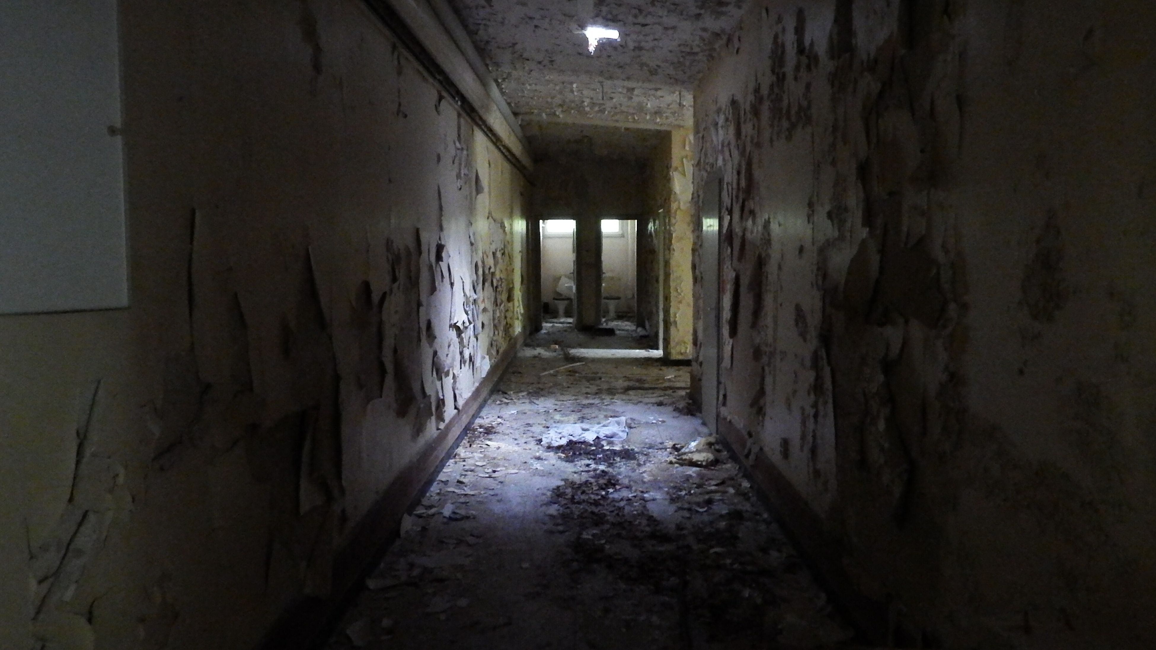 indoors, architecture, built structure, abandoned, corridor, old, wall - building feature, damaged, building, deterioration, the way forward, narrow, run-down, obsolete, weathered, wall, interior, tunnel, empty, ceiling