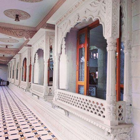 Ulhasnagar Unr India UNR5 Contestgram Temple Symmetry Symmetries SwamiShantiPrakashAshram Ashram Saint Religeous MarbleFloor Pillars Windows Ctsgr45 White Marble