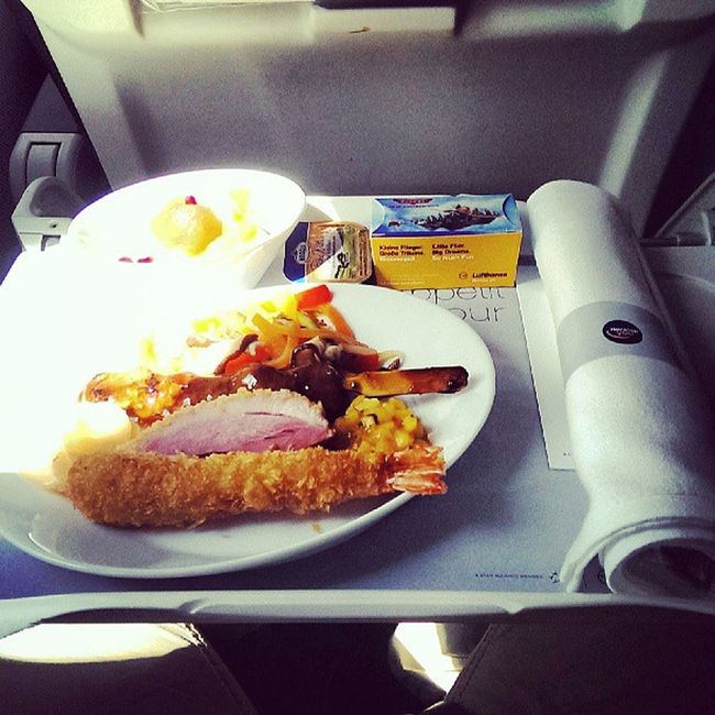 That was quite a proper Lufthansa brunch on the way to CDG. Very tasty! #FoodSpotter #UpInTheAir #FlyingCDG Upintheair Flyingcdg Foodspotter