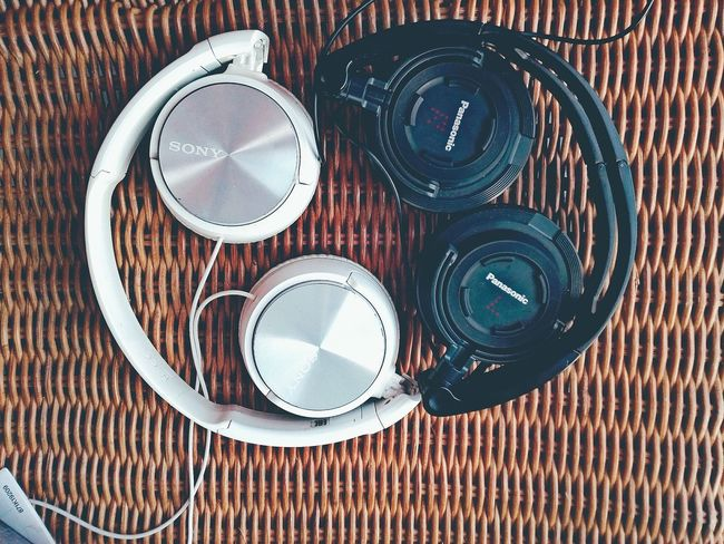 My own Ying ☯ Yang twins. Even my headphones needs to live in harmony. Close Up Yingyang Sound TWINS ♥ Black & White Black White Letmeshowyou My Partnersincrime Polishgirl Netherlands NL Huaweiphotography HuaweiP8Lite Newgirlintown Hi I Am Kate HelloFromTheOtherSide First Eyeem Photo Sony Panasonic  Headphones