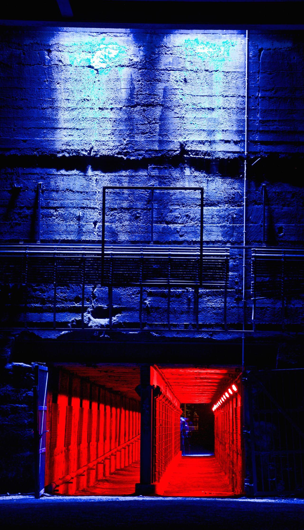 Duisburg Nightshot Red & Blue