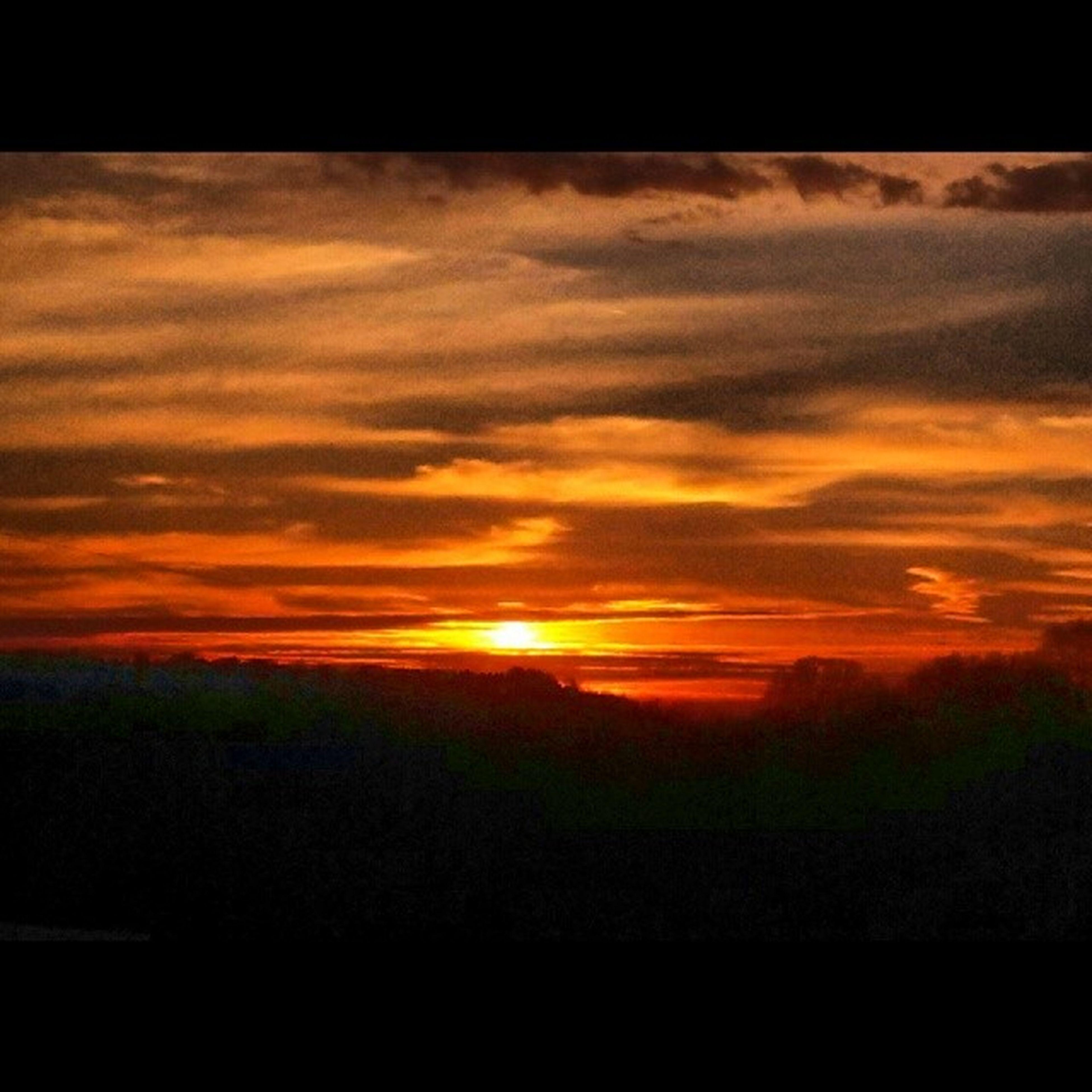 sunset, orange color, scenics, sky, beauty in nature, sun, tranquil scene, cloud - sky, tranquility, idyllic, silhouette, nature, dramatic sky, sunlight, landscape, sunbeam, cloud, cloudy, outdoors, no people