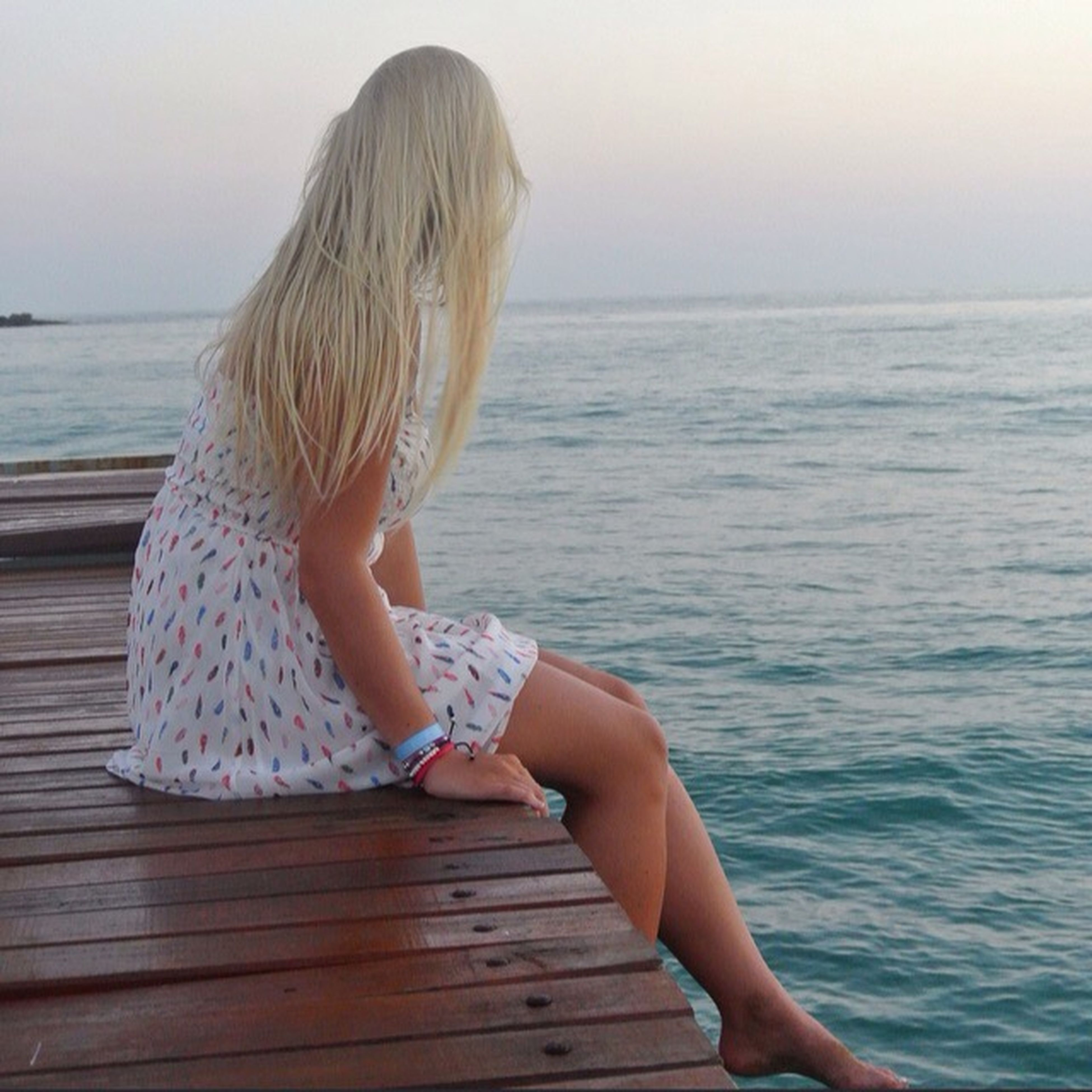 sea, water, horizon over water, lifestyles, leisure activity, young women, person, relaxation, tranquility, long hair, beach, rear view, tranquil scene, scenics, young adult, vacations, beauty in nature, sky