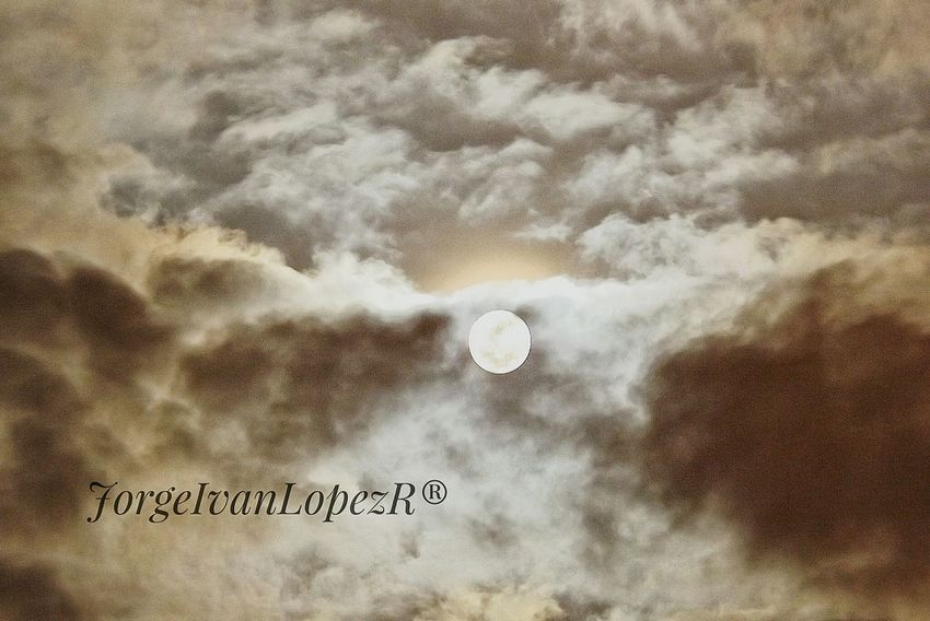 Moon No People Nature Close-up Outdoors Astronomy Day Planetary Moon Night Moon Surface Nubes Y Cielo Majestic Full Moon Tranquil Scene Moon Dramatic Sky Clear Sky Dark Tranquility Jilroa Nubesdetuciudad Cloud - Sky Sky Sphere Paisaje Colombiano