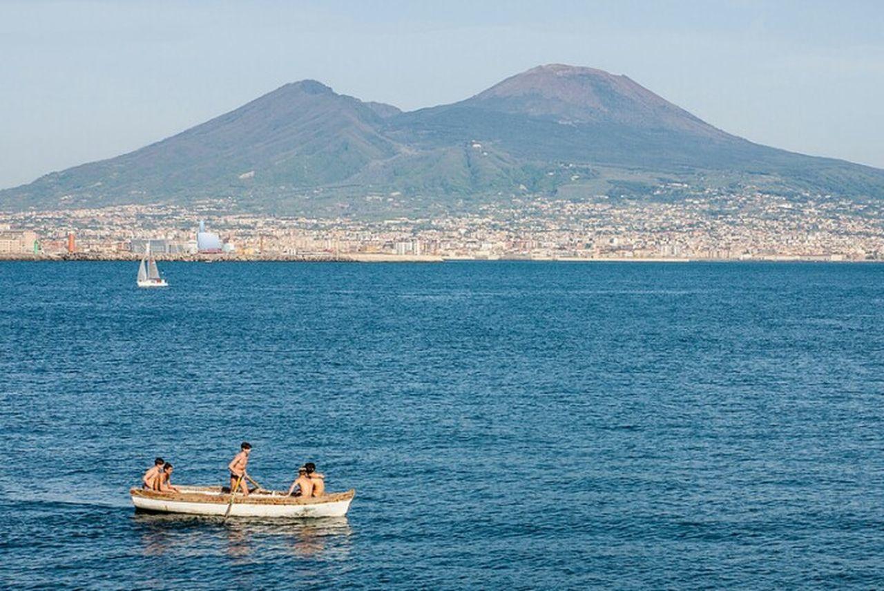 Naples Napoli Napoli ❤ Italy Italia Italie Vesuvio Kids Boat Volcano Sea