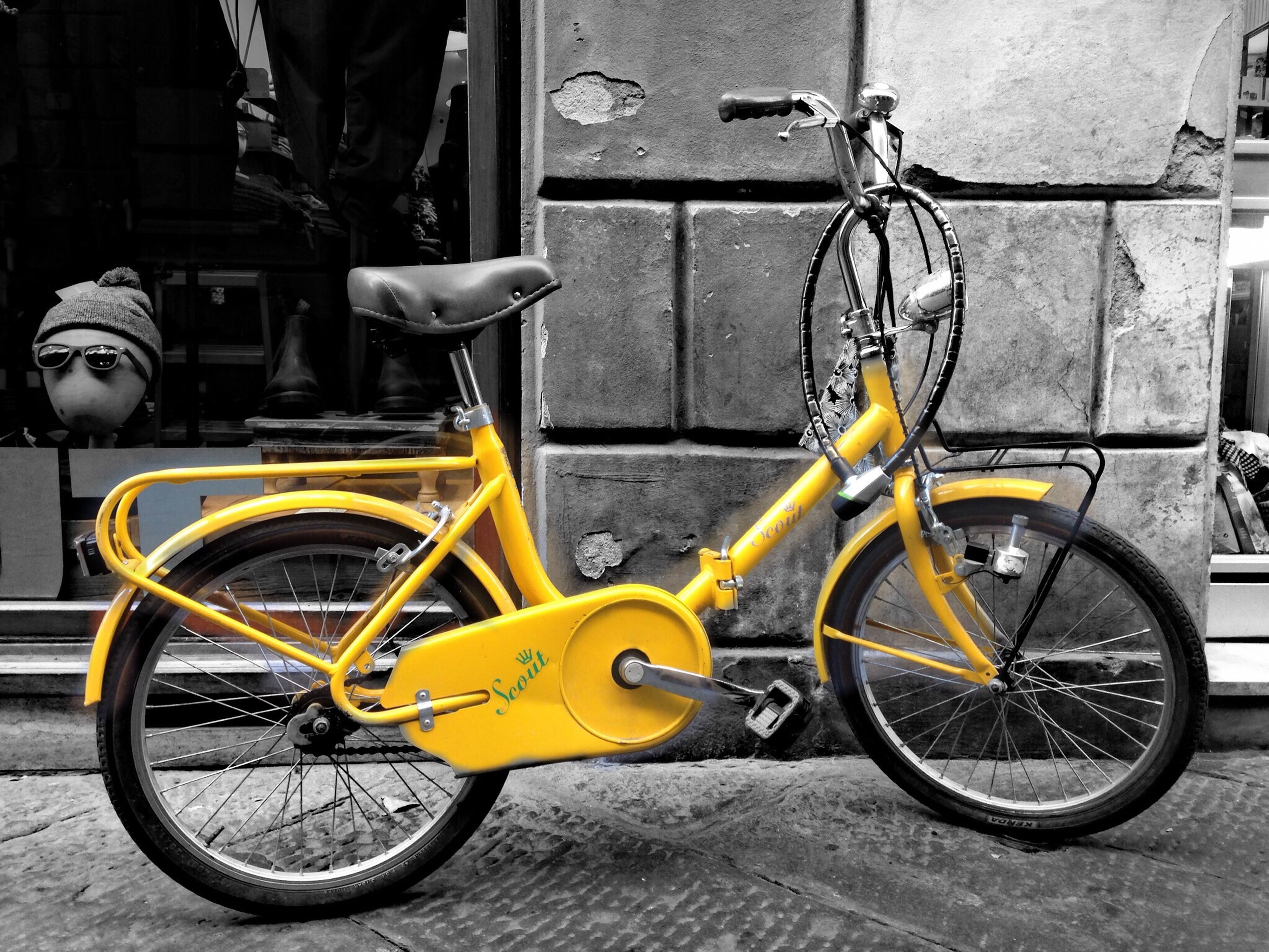 bicycle, transportation, mode of transport, land vehicle, stationary, parked, parking, yellow, street, cycle, cycling, riding, wheel, travel, side view, leaning, outdoors, motorcycle