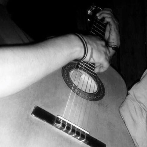 Él me canta, él me ama ♥️ Lovehim 👫 Music 🎶 Guitarist 🎸 😍