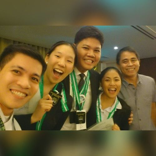 Oscarselfie with the champions! 📷 🏆 . . . The 41st Young Hoteliers Exposition: SHRIM Picture Puzzle Competition . . . Battleofthebrains YHE Younghoteliersexposition benilde csb shrim akic themanansala