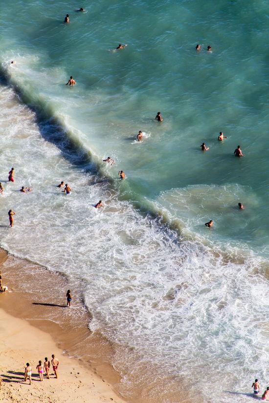 Beachlife at the beach in Nazaré. Beach Beach Life Beach Time Beachphotography Brandung Fun Loveportugal Naturerlebnis Naturwunder Nazare Portugal Nazaré  Portugal Portugal_em_fotos Portugal_lovers Saopedro Spaß Strand