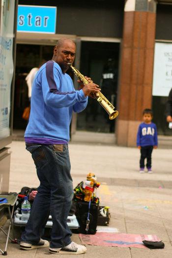 Busker Musicians Street Photography Canon 70d