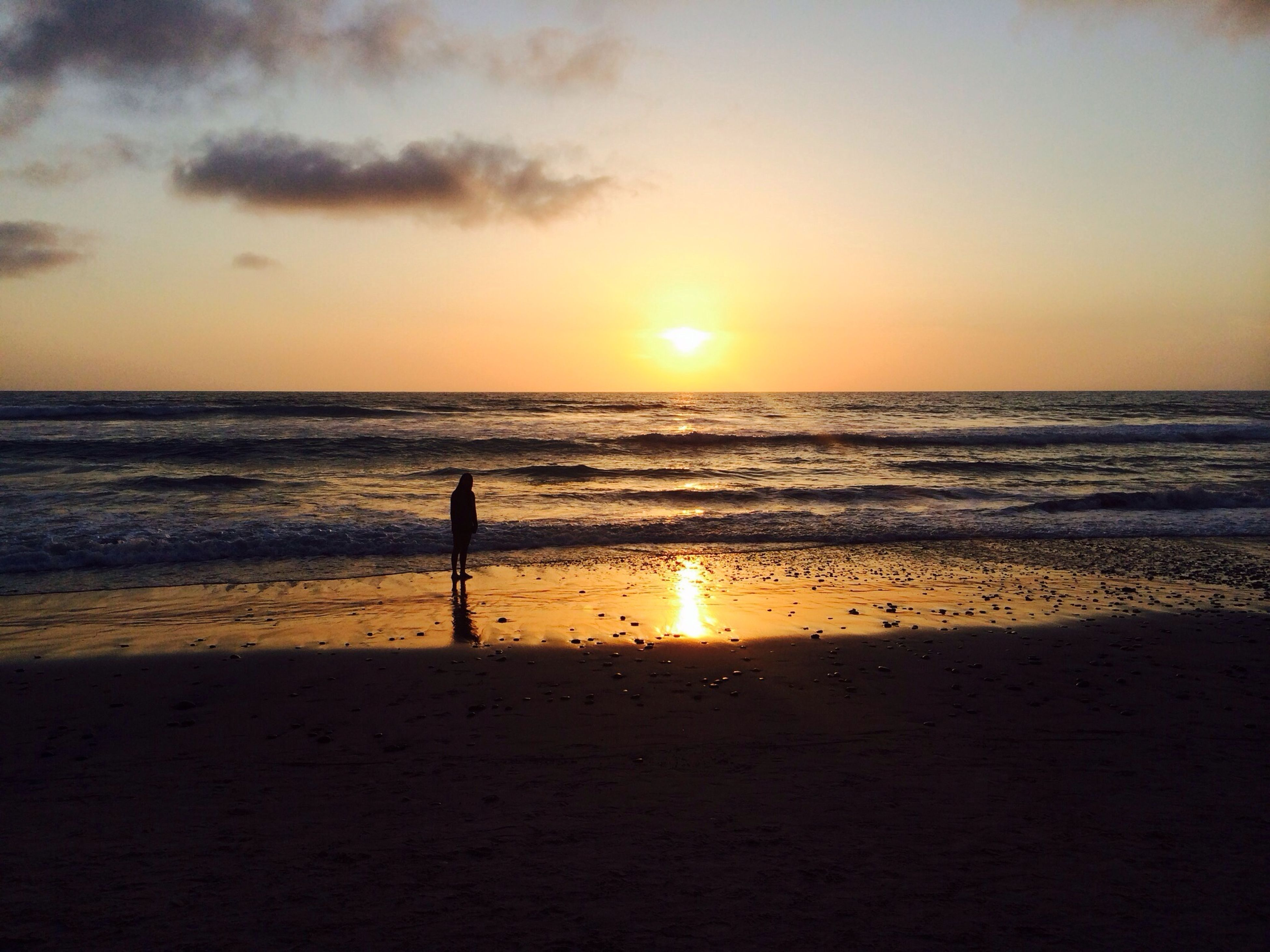 sea, sunset, horizon over water, beach, water, sun, shore, scenics, tranquil scene, orange color, beauty in nature, tranquility, silhouette, idyllic, sky, reflection, nature, sand, sunlight, vacations