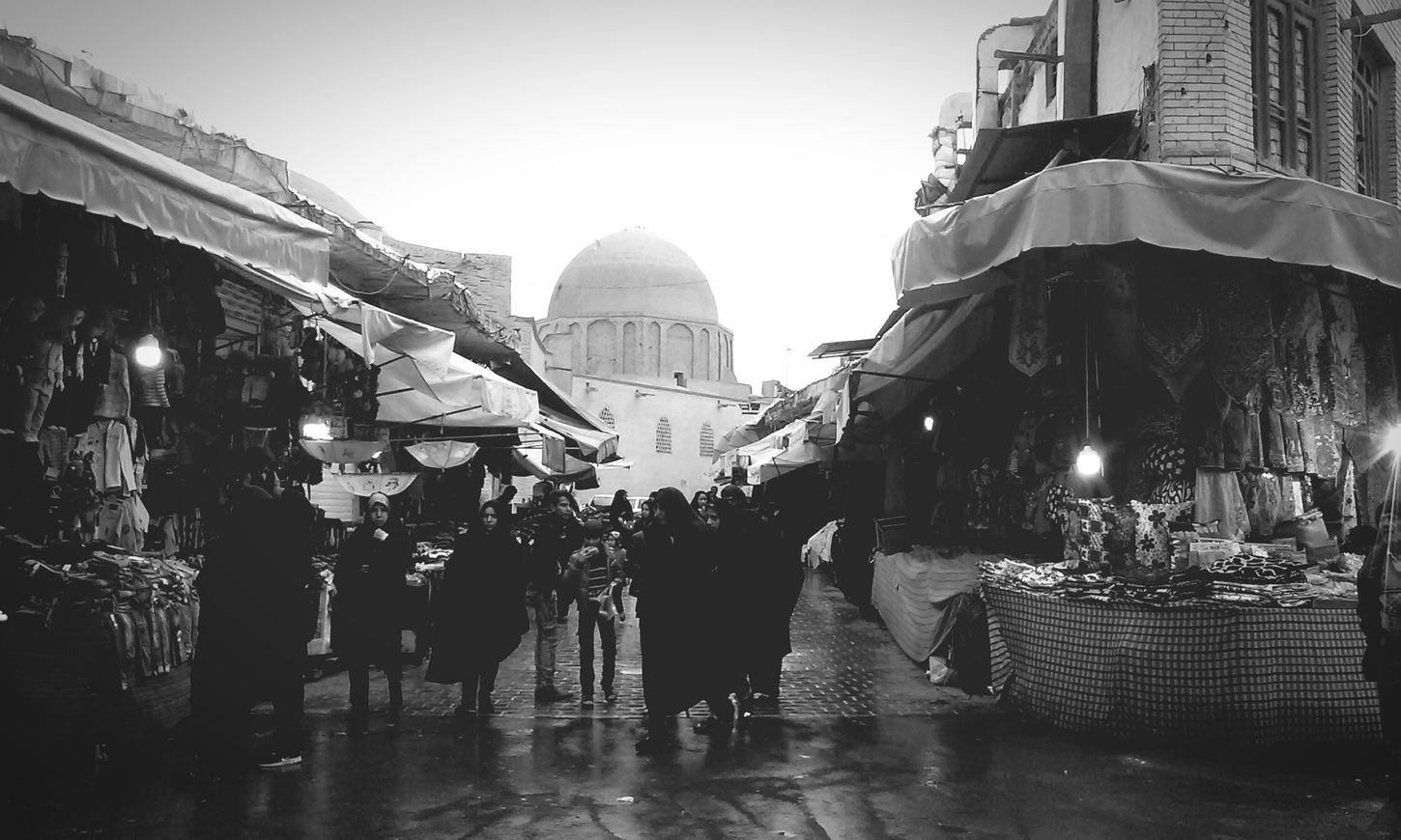 The Oldest Marketplace In Isfahan , And Of Course The People .. City Outdoors Architecture People Day Blackandwhite Black And White Black&white Black & White Black And White Photography Iran Isfahan Esfahan Lifestory Soul Should Be Here Winter Bazaar MJ028