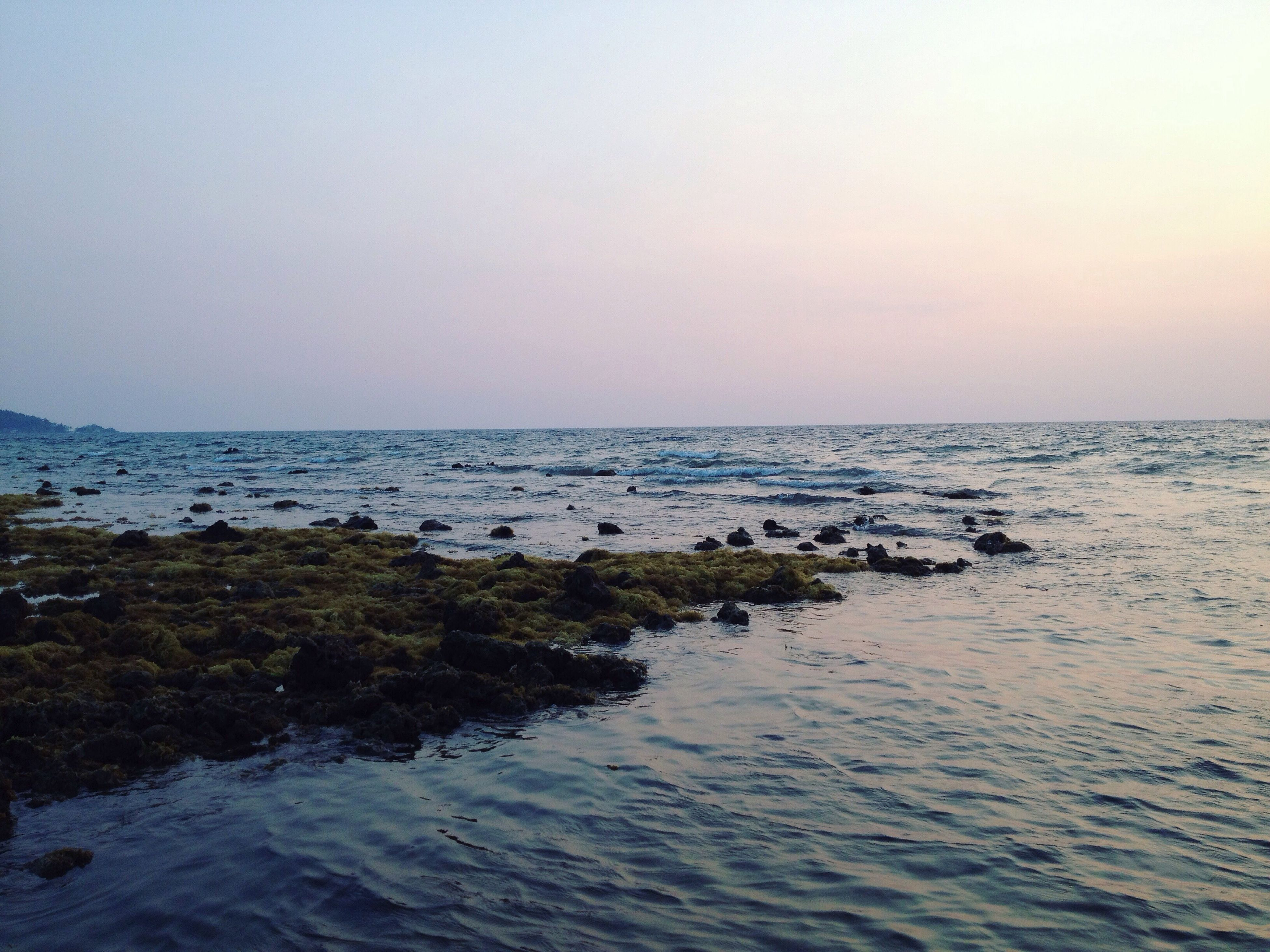 water, sea, horizon over water, clear sky, tranquil scene, scenics, tranquility, copy space, beauty in nature, waterfront, nature, idyllic, rippled, sky, remote, beach, seascape, non-urban scene, outdoors, no people