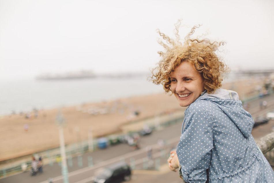 Beautiful stock photos of lächeln, 30-34 Years, Beach, Blond Hair, Brighton