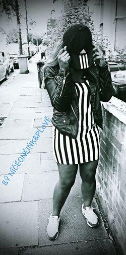 ... PĹĔÁŚĔ... JÚŚŤ ĎoŃŤ... I ĶŃoŴ... Streetphotography Londonstreets Streetphoto_bw ArtWork NiceOneInk&Plove