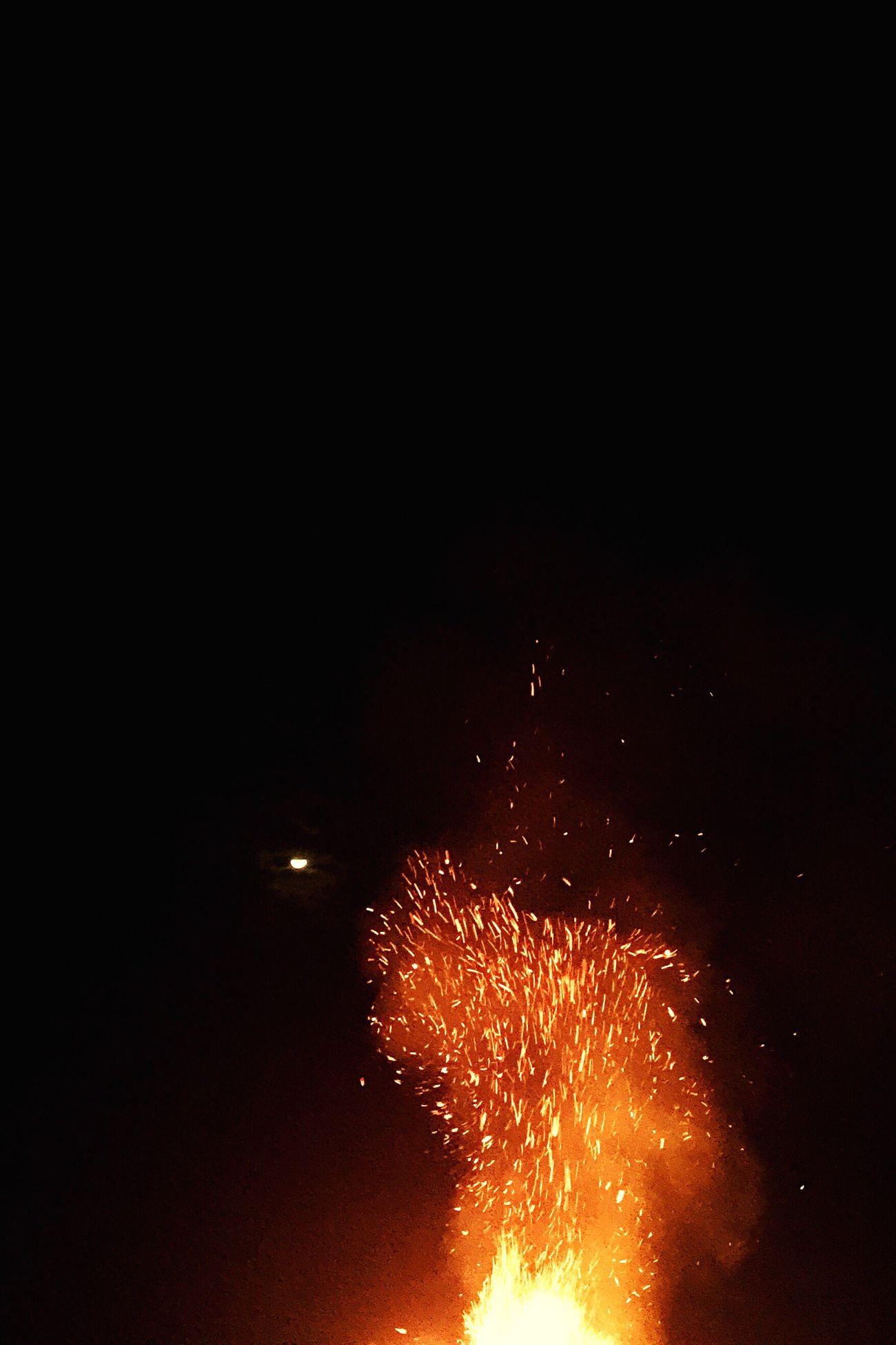 景 Motion Heat - Temperature Glowing Long Exposure Sparks Smoke - Physical Structure Night Exploding Firework - Man Made Object Firework Display Celebration Illuminated No People Burning Outdoors