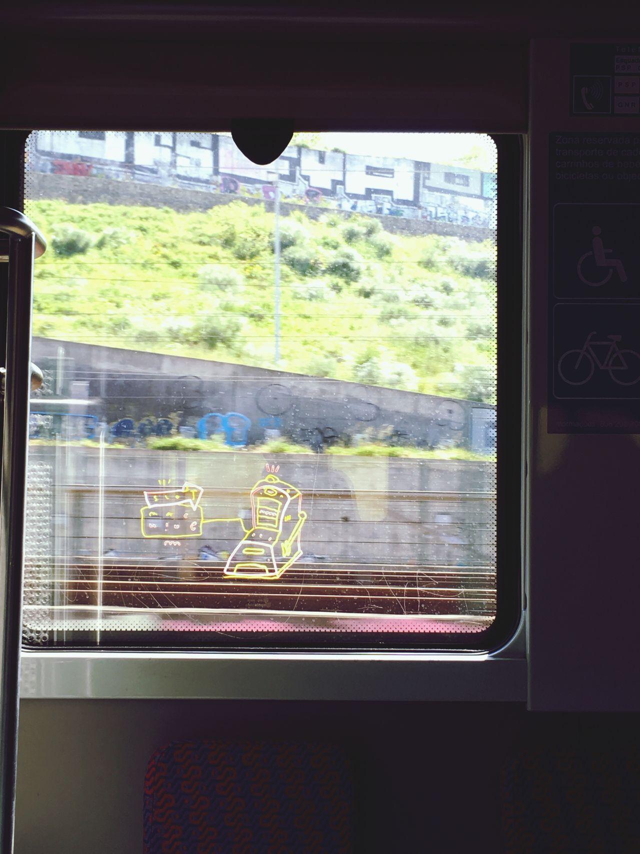 Alguém conhece o artista?! CP Rail LinhadeSintra Train Urbanlife Lisboa Lisbonlovers UrbanART