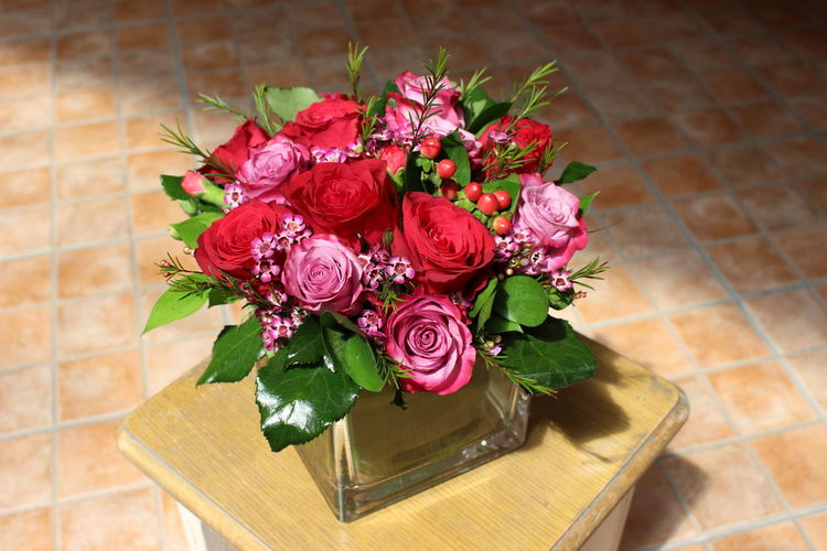 Red Roses Wedding Beauty In Nature Bouquet Centrepiece Close-up Flower Flower Head Flowers Freshness No People Red Flowers Rose - Flower Roses Table