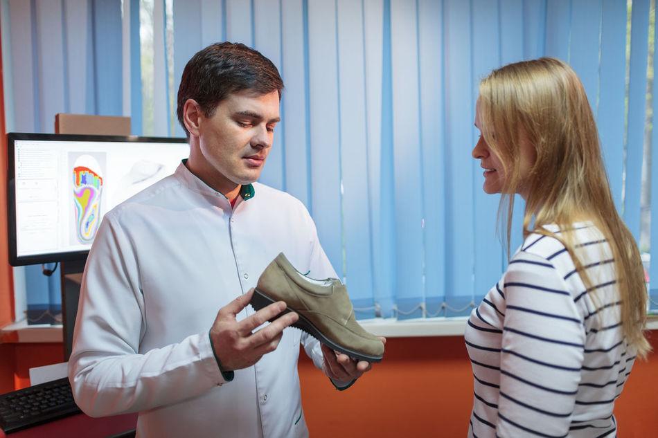 Advantage Benefit Cabinet Caucasian Computer Doctor  Footwear Man Medical Model Orthopaedics Orthopaedist Orthopedist Patient Shoe Talk Woman
