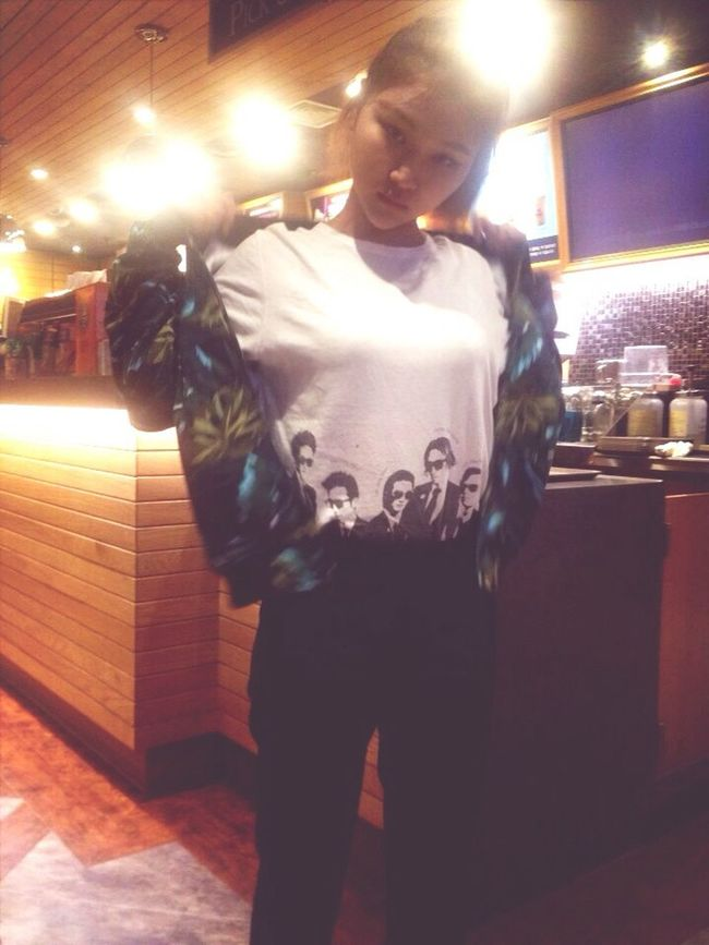 Long Holiday Shoping American Apparel Blouson will try on take off. with my antenamusic tshirt.