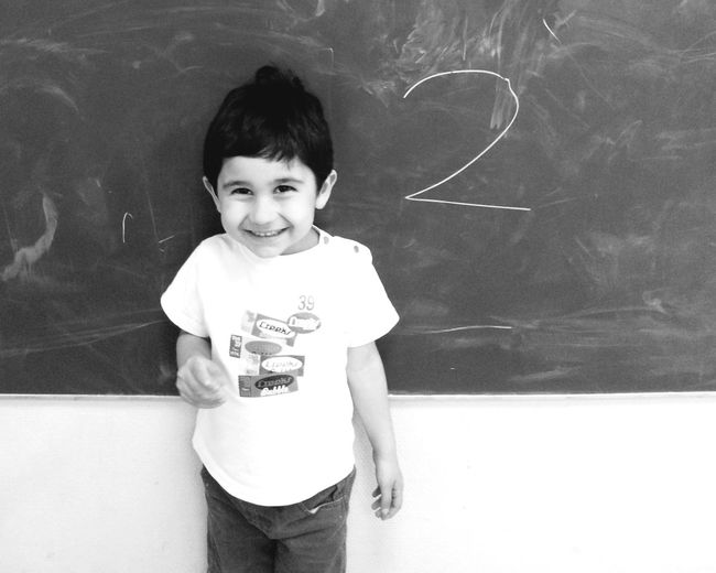 Blackandwhite Black And White Black Board My First Letter!!  I Know Je Sais Tout Faire Premier Pas Happy First Step  School First School Day Study Time Child Writing Enfant Enfanceheureuse Enfance Apprendre Apprentissage École Glad Hapiness Simple Things In Life Simple Life Versailles France 🇫🇷