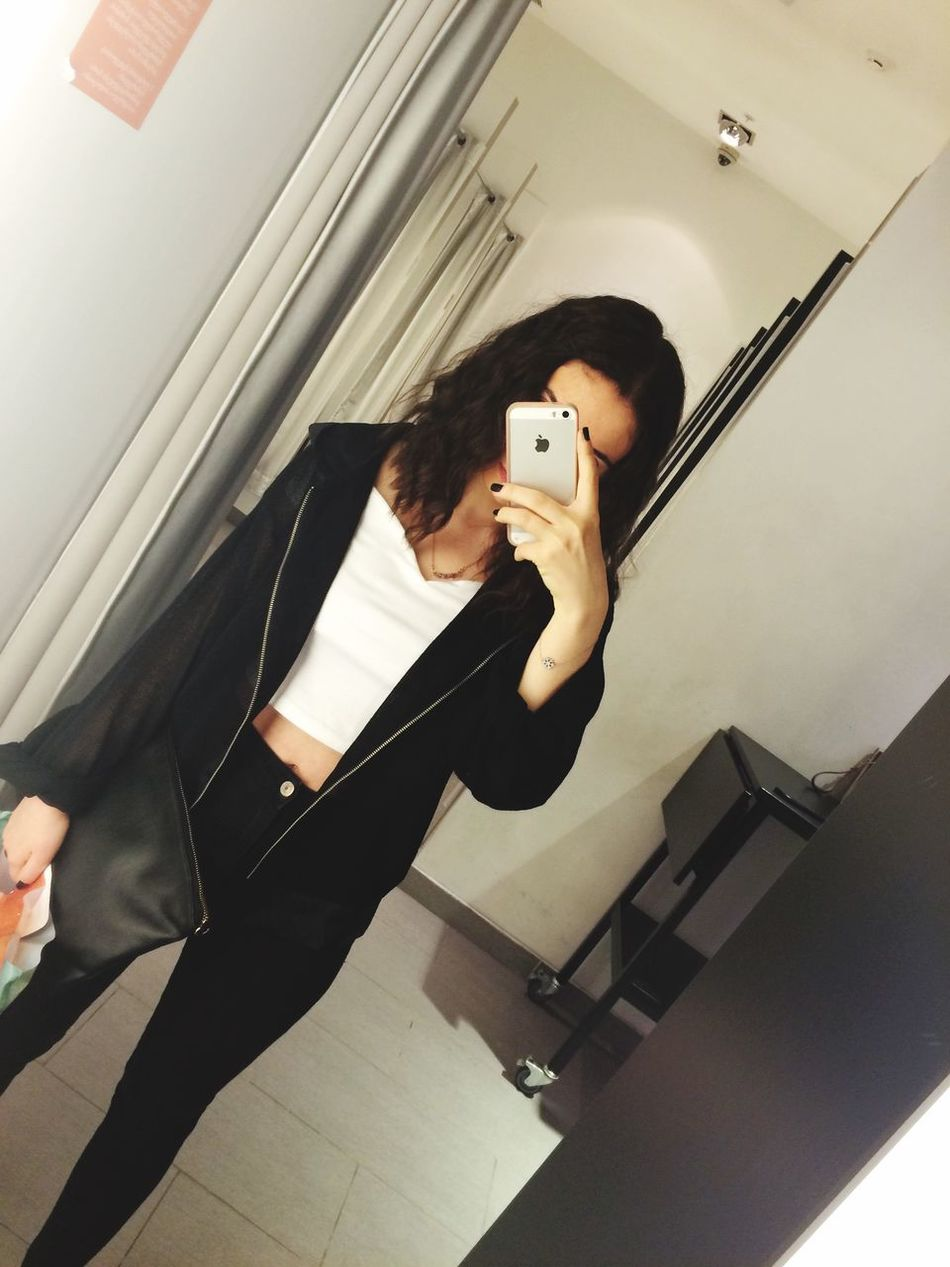 Mirror selfie 👀 Check This Out That's Me Hanging Out Hi! Taking Photos Spending My Paycheck Clothes Shopping IPhoneography Finding An Outfit