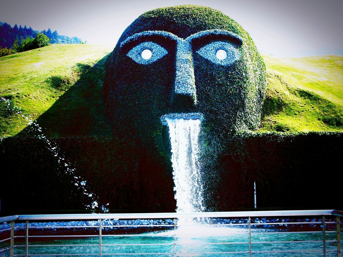 Tirol Innsbruck Museo Swarowskj Kristallwelten Gigante Green Blue Eyes Swarosvki