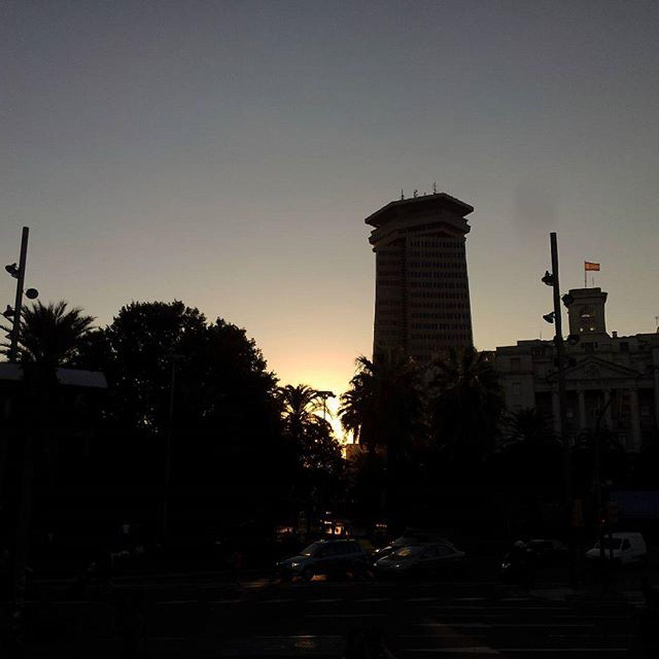 Barcelona Portbarcelona Sunset Building dark sun flag trees