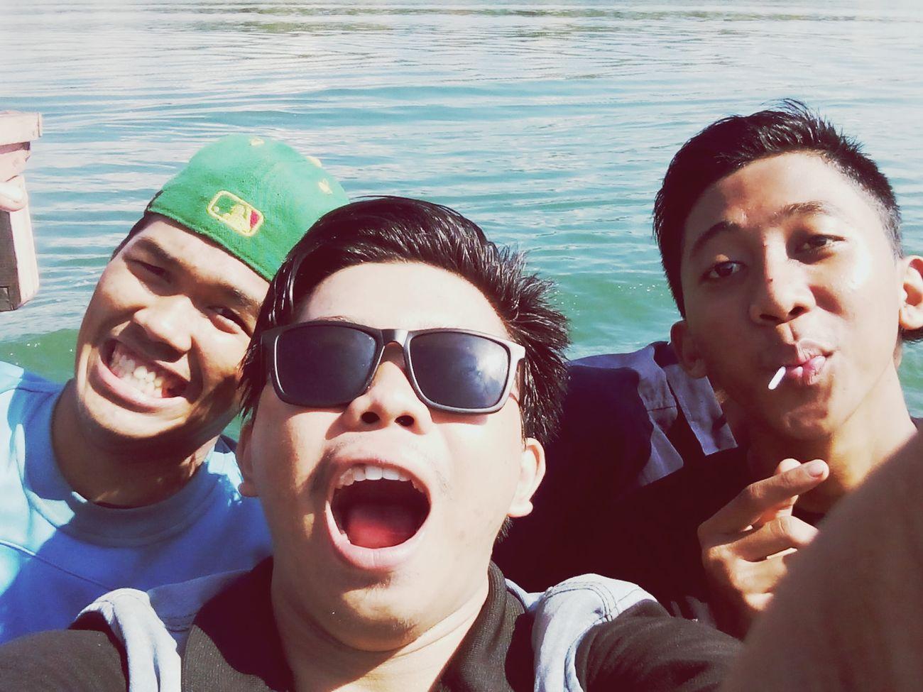 Latepost Hello World Selfie ✌ Riamkanan